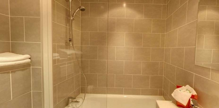 Htel Edmond Rostand - Salle de bain standard