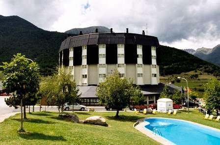 Escapada en Espot con media pensión y excursión 4x4 por Aigüestortes