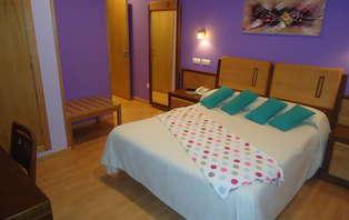 Oferta Limitada: Escapada Relax con Masaje y Spa Privado en Burela