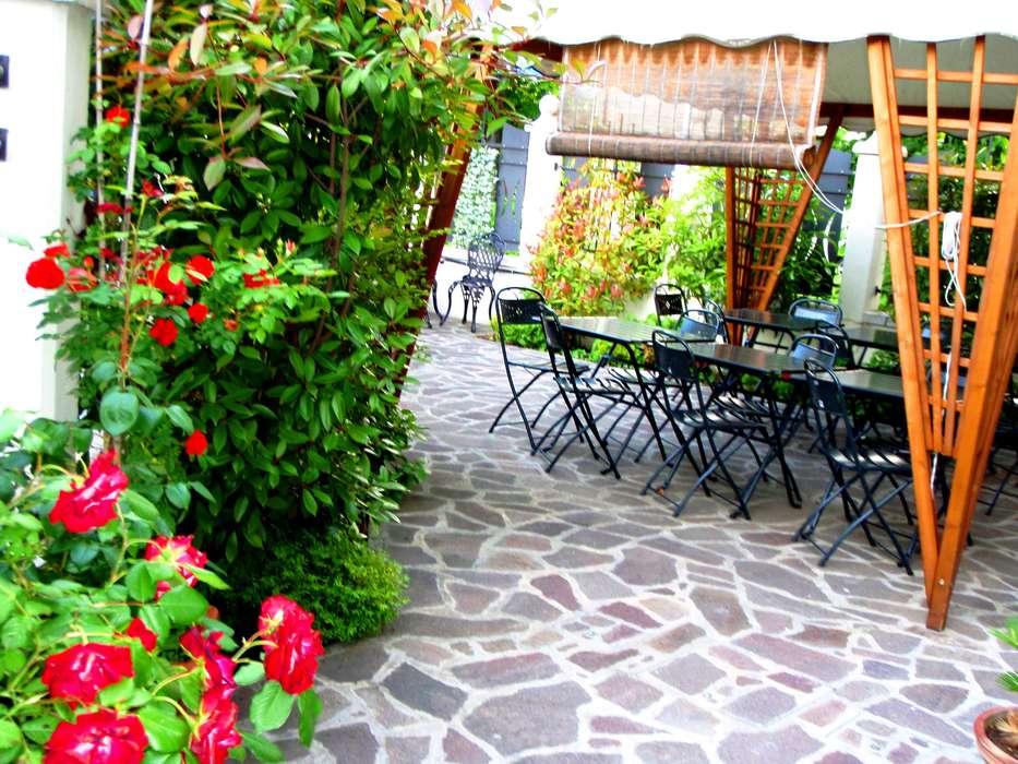 Hotel Villa Adele - Patio_JPG