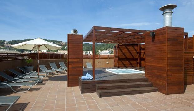 Escapada con solarium con jacuzzi en terraza en Tossa de Mar en Weekendesk por 45.00€