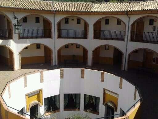 Hotel Almoratin - patio_interior.jpg