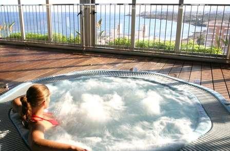 Escapada en habitación superior con bañera hidromasaje y masaje privado