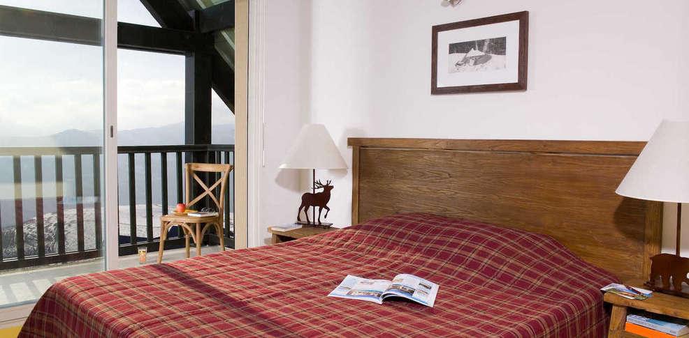 Hotel les adrets de peyragudes charmehotel germ louron - Chambre thema parijs ...