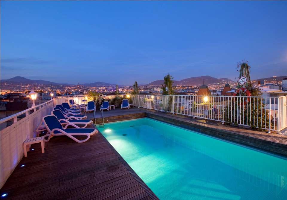 Week end avec activit s ext rieures nice avec 1 tour en for Hotel piscine interieure paca