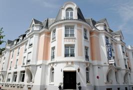 Hôtel le Regina and Spa - Façade
