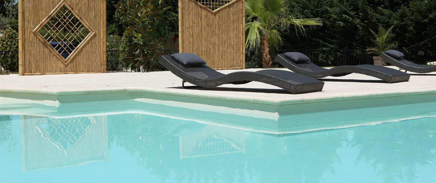 Brit hotel avignon sud h tel de charme avignon for Hotel piscine interieure paca