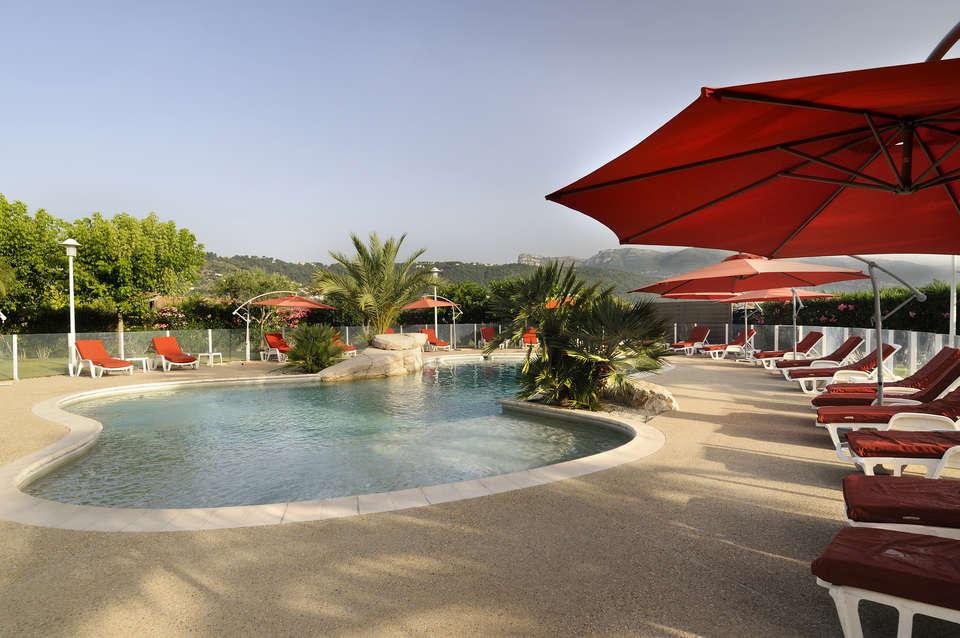 Week end culturel nice avec verre de bienvenue partir de for Hotel piscine interieure paca