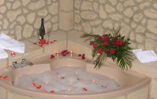Especial Enamorados: Disfruta de una Suite con bañera de hidromasaje