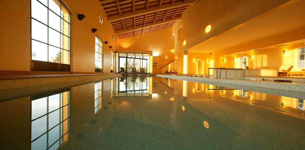 H tel domaines de saint endr ol h tel de charme la motte for Hotel piscine interieure paca