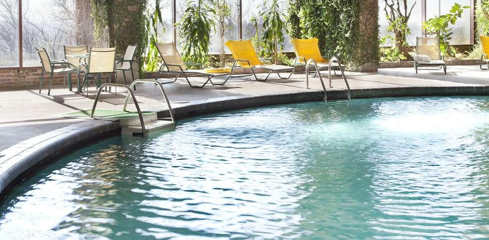 H tel parador segovia h tel de charme segovia for Hotel piscina segovia