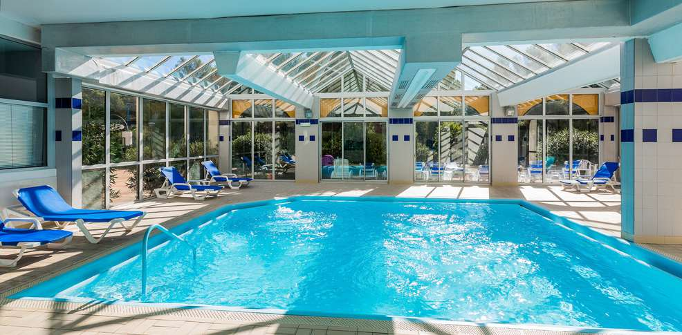 H tel ibis balaruc h tel de charme balaruc les bains 34 for Cesson sevigne piscine