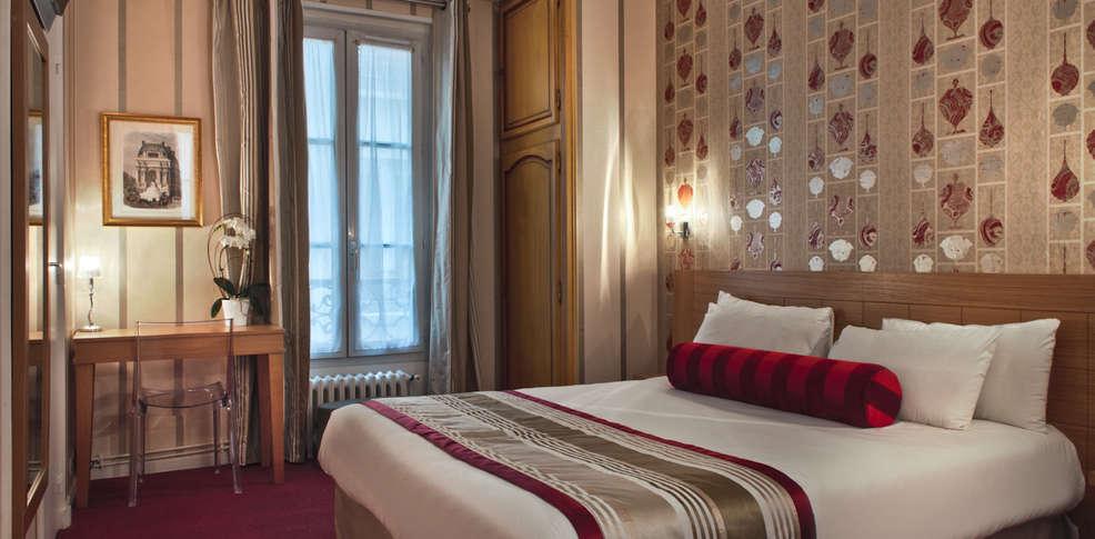 H tel romance malesherbes h tel de charme paris for Chambre hotel sans fenetre
