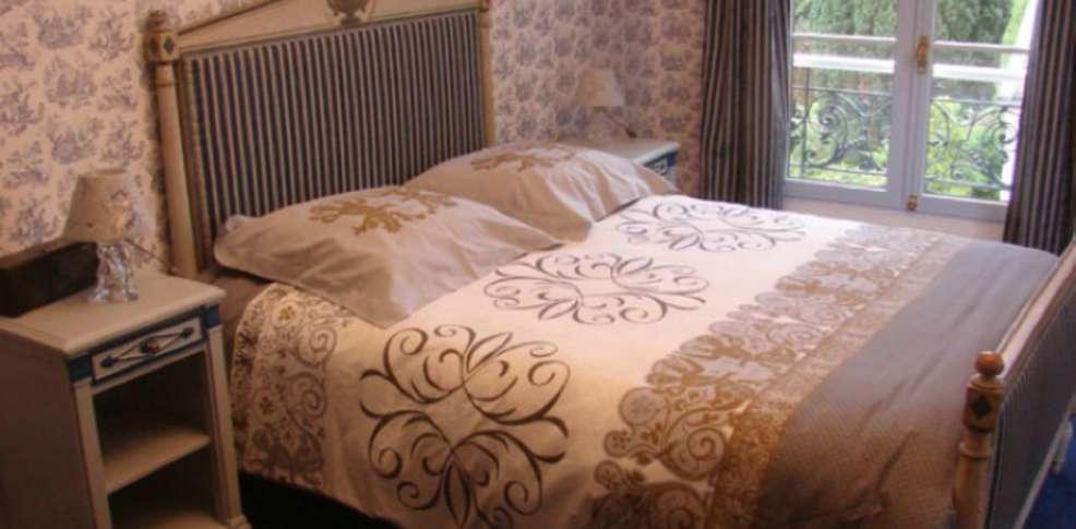 Hotel le ch teau de la marjolaine charmehotel ess mes sur marne - Chambre thema parijs ...