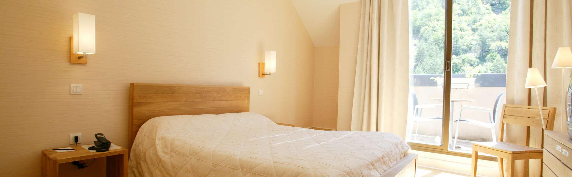 Week end prendre l 39 air mostu jouls avec 1 verre de - Hotel avec jacuzzi dans la chambre midi pyrenees ...