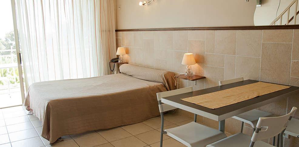 H tel les amandiers charmehotel saint rapha l - Chambre thema parijs ...