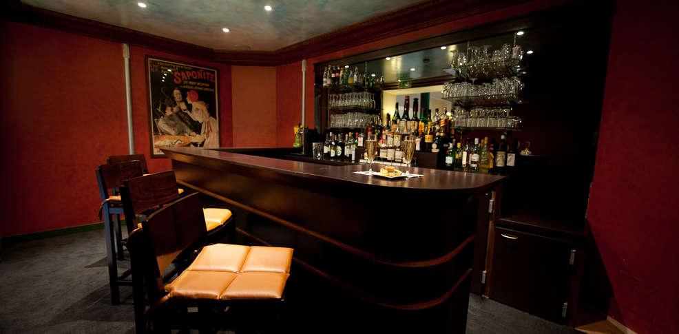 h tel napol on fontainebleau hotel fontainebleau 77. Black Bedroom Furniture Sets. Home Design Ideas