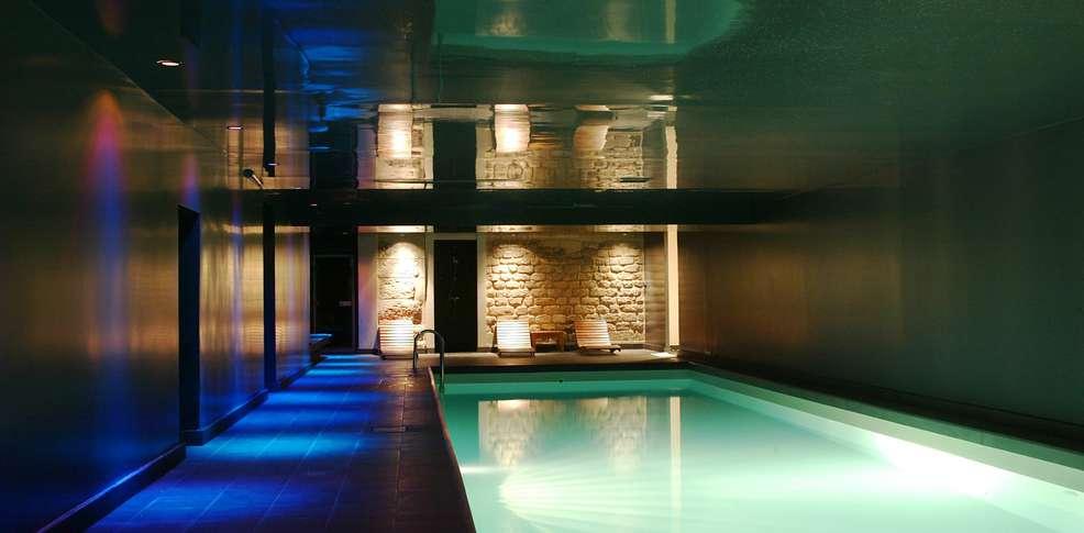 Weekend parijs met toegang tot het binnenzwembad voor 2 for Hotel piscine interieur