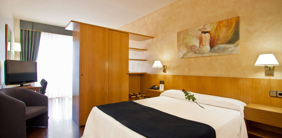 Aparthotel atenea calabria h tel de charme barcelone - Hotel de charme barcelone ...