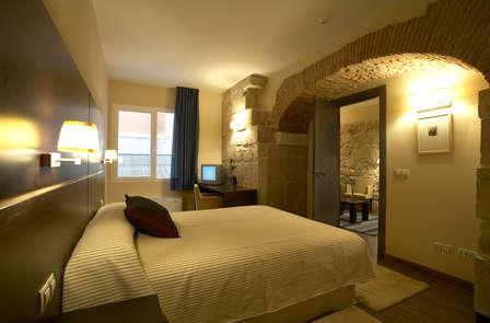 Oferta Especial en Suite: Vive el lujo con cena en pleno centro de Burgos