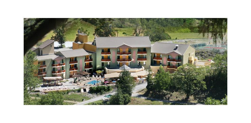 H tel la lauzetane h tel de charme le lauzet ubaye 04 for Reservation hotel pas chere