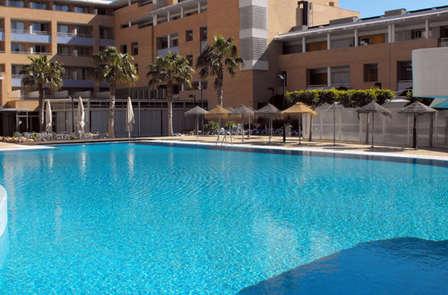 Escapada familiar a la Playa de Roquetas: Media pensión y niño gratis (desde 2 noches)