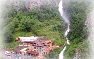 Escapada vive la naturaleza en Asturias con cena frente a una cascada