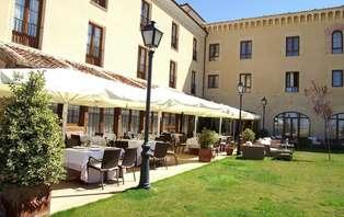 Escapada especial con copa de bienvenida en Segovia