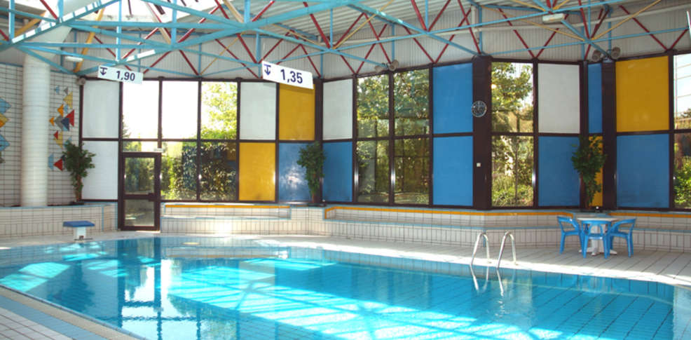 Saphir h tel h tel de charme pontault combault 77 - Pontault combault piscine ...