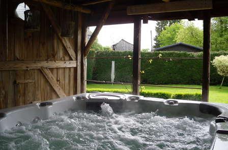 Week-end romantique avec dîners, cava et jacuzzi dans les Ardennes (à partir de 2 nuits)