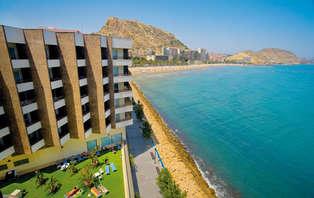 Escapada Mediterránea: Relax y Romanticismo en Alicante con Vista al mar
