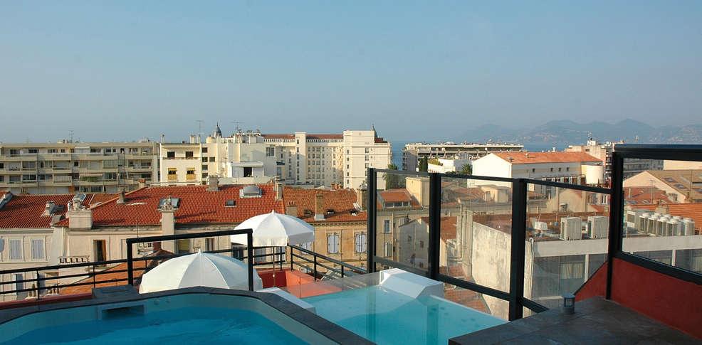 Week end cannes 06 offre sp ciale week end d tente for Hotel piscine interieure paca