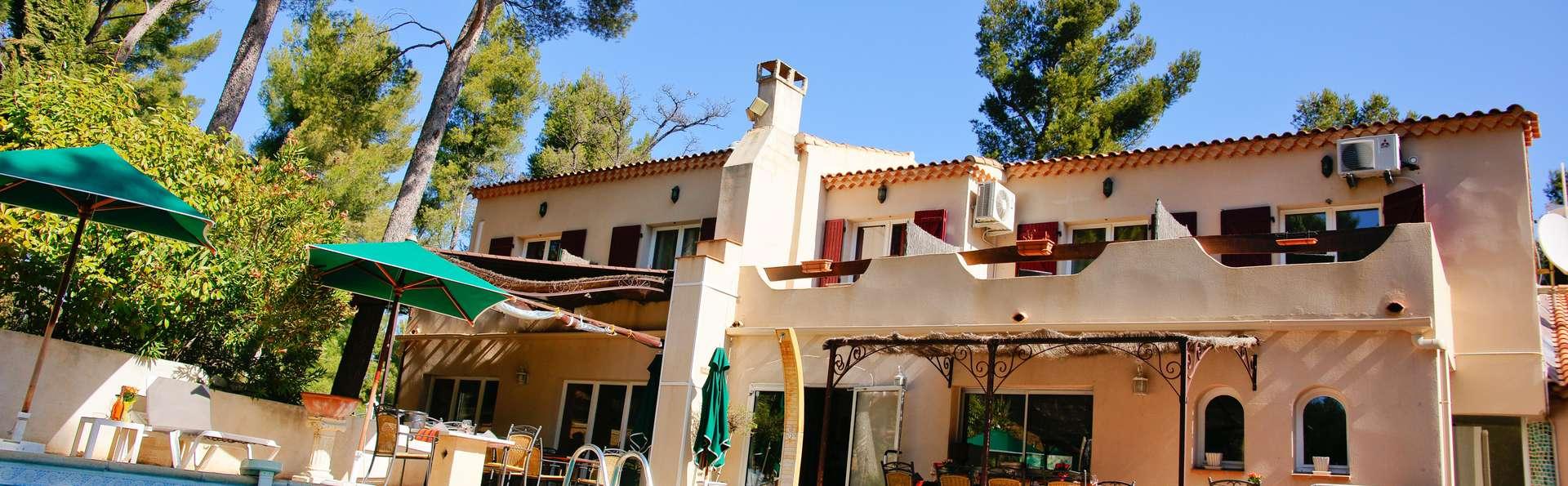 hotel le mas des ecureuils hotel aix en provence. Black Bedroom Furniture Sets. Home Design Ideas