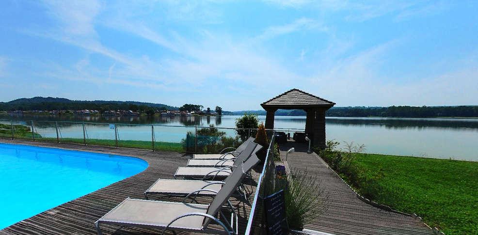 Week end chamouille 02 week end sur les bords du lac de for Hotel piscine interieure paca