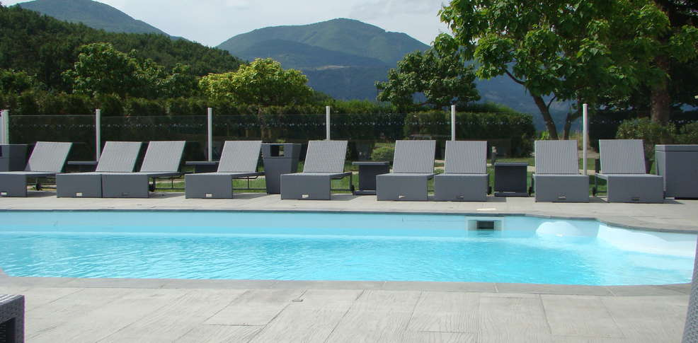 H tel le mas d 39 estello h tel de charme tallard for Hotel piscine interieure paca