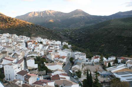 Escapada con Cena Romántica: Disfruta con vistas a Sierra Mágina