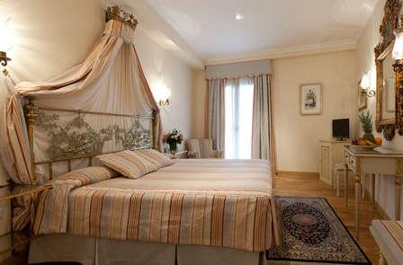 Escapada de Lujo en Sevilla, con espectaculares vistas y habitación Superior