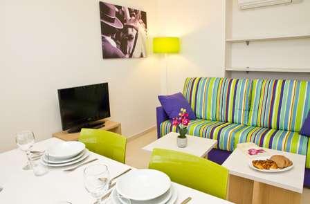 Escapada a Sevilla en estudio con cocina y salón privado (desde 2 noches)