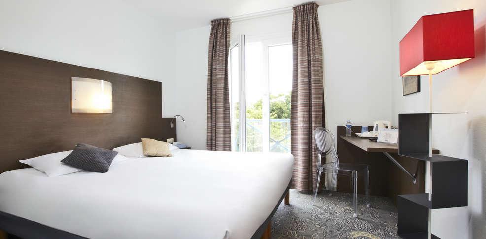 hotel kyriad la rochelle centre ville h tel de charme la rochelle. Black Bedroom Furniture Sets. Home Design Ideas