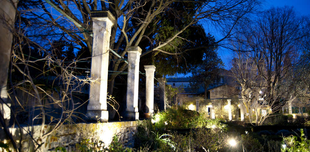 le prieur villeneuve les avignon jardins parc. Black Bedroom Furniture Sets. Home Design Ideas