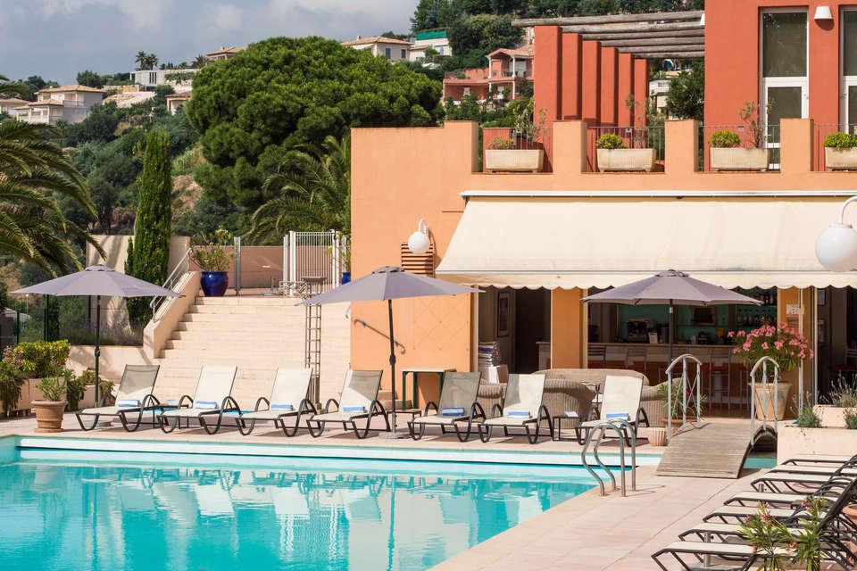 Week end bien tre sainte maxime avec 1 modelage partir for Hotel piscine interieure paca