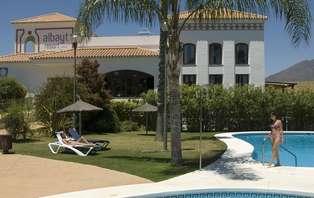 Oferta exclusiva: Estepona con Almuerzo y relax (2 noches)