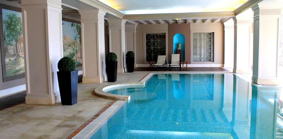H tel amarante golf plaza h tel de charme sainte maxime 83 for Hotel piscine interieure paca