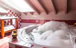 Escapada relax total con masajes, spa privado y habitación con hidromasaje (desde 2 noches)