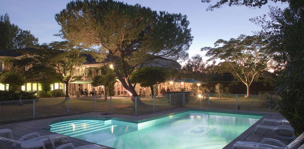 H tel le renaissance h tel de charme mont de marsan for Renaissance piscine