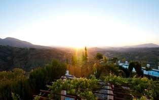 Escapada con Cena y toque romántico en Sierra de las Nieves (desde 2 noches)