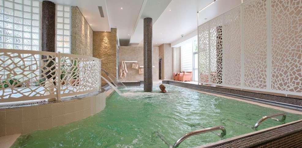 H tel quintessia resort h tel de charme orvault 44 - Bassin aquatique contemporain calais ...