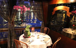 Week-end à deux pas du Moulin Rouge avec dîner-croisière festif à la Marina de Paris