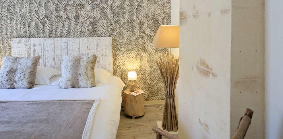 Week end romantique fontvieille avec surclassement en chambre prestige partir de 179 - Chambre romantique paca ...
