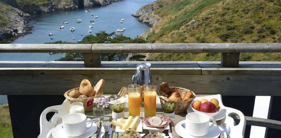 H tel castel clara thalasso et spa h tel de charme belle for Petit dejeuner en amoureux maison